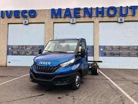 Blauwe IVECO Daily Chassis-Cabine