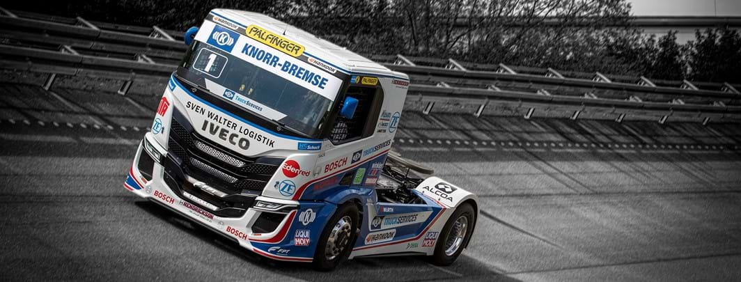 IVECO presenteert de nieuwe IVECO S-WAY R racing trucks